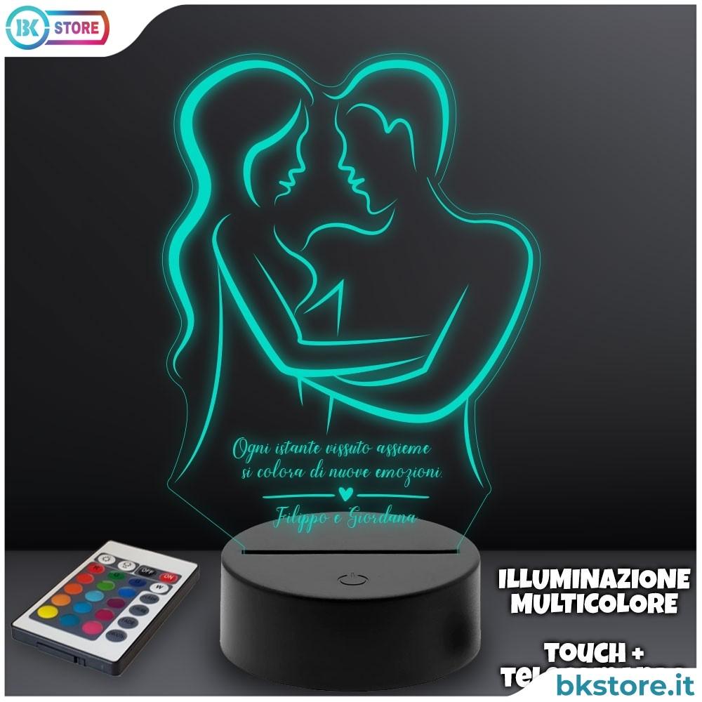 Lampada plexiglass personalizzata con due innamorati e frase d'amore con i nomi